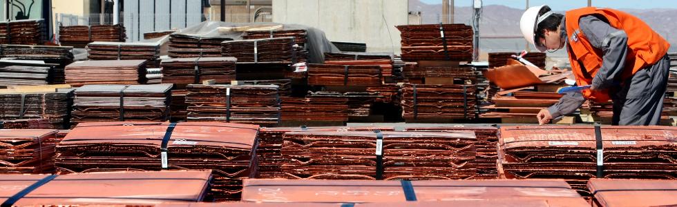 Trabajador planchas de cobre